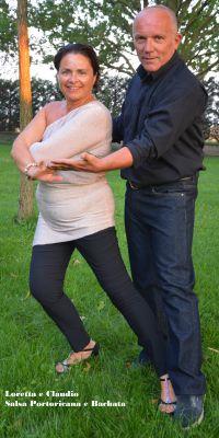 i due maestri di ballo Claudio e Loretta ballano insieme.